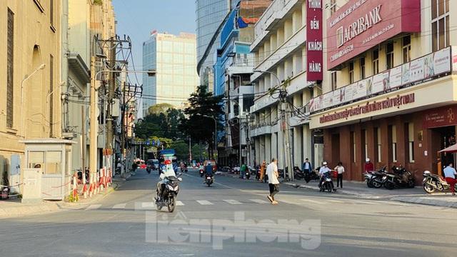 Đường phố Sài Gòn thông thoáng ngày đầu nghỉ Tết Nguyên đán 2020 - Ảnh 12.