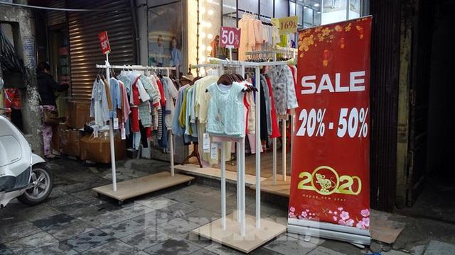 Đổ xô mua hàng thời trang giảm giá bom tấn cuối năm - Ảnh 12.