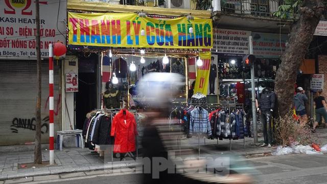 Đổ xô mua hàng thời trang giảm giá bom tấn cuối năm - Ảnh 13.
