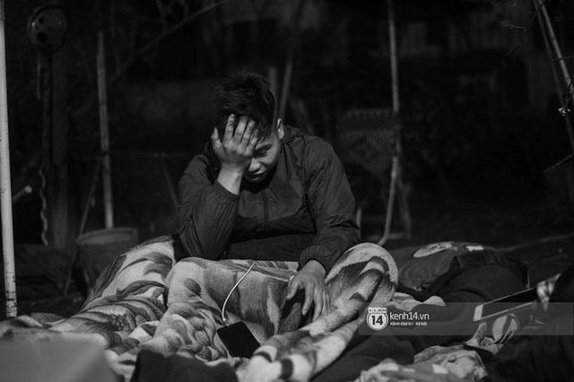 Những người nông dân chong lều canh đào, quất giữa cái lạnh 14 độ C của Hà Nội: Như đánh một canh bạc, bại nhiều hơn thắng - Ảnh 14.