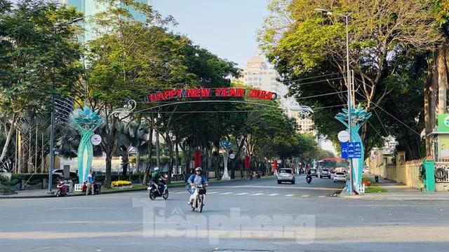 Đường phố Sài Gòn thông thoáng ngày đầu nghỉ Tết Nguyên đán 2020 - Ảnh 14.