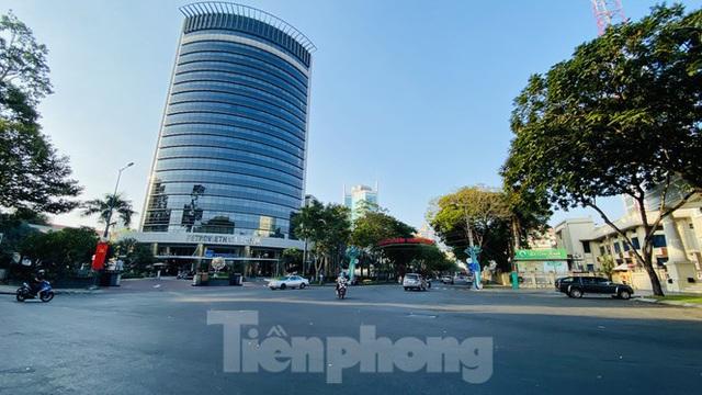 Đường phố Sài Gòn thông thoáng ngày đầu nghỉ Tết Nguyên đán 2020 - Ảnh 15.