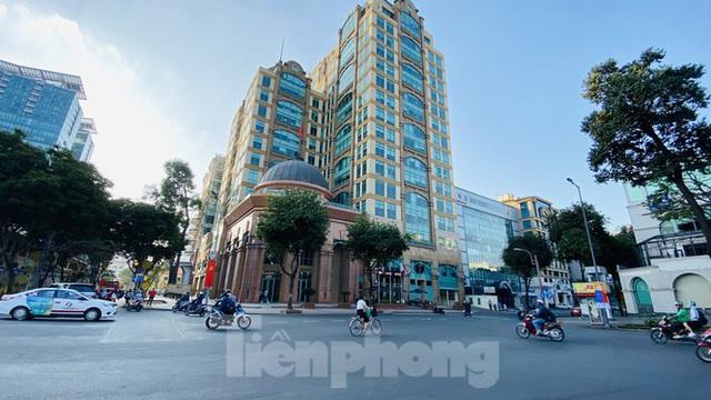 Đường phố Sài Gòn thông thoáng ngày đầu nghỉ Tết Nguyên đán 2020 - Ảnh 16.