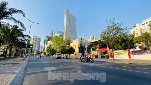 Đường phố Sài Gòn thông thoáng ngày đầu nghỉ Tết Nguyên đán 2020 - Ảnh 17.