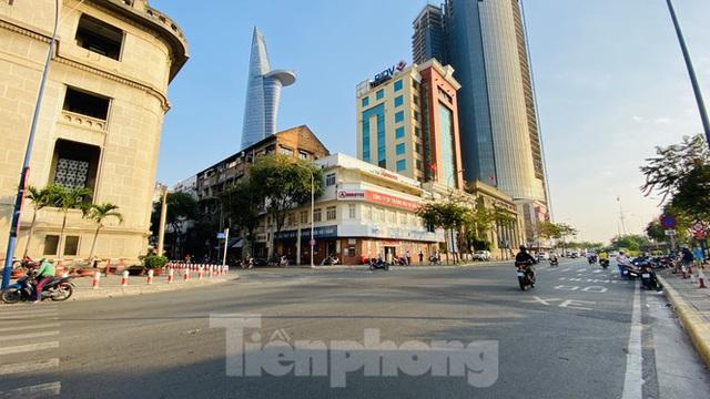 Đường phố Sài Gòn thông thoáng ngày đầu nghỉ Tết Nguyên đán 2020 - Ảnh 19.