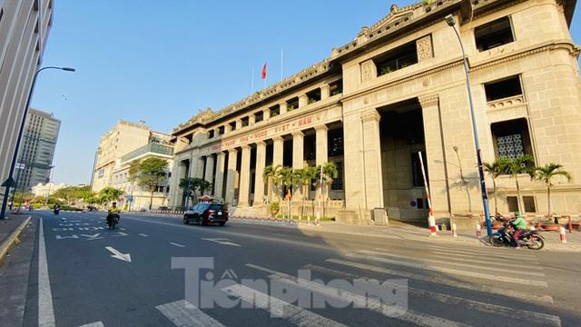 Đường phố Sài Gòn thông thoáng ngày đầu nghỉ Tết Nguyên đán 2020 - Ảnh 20.