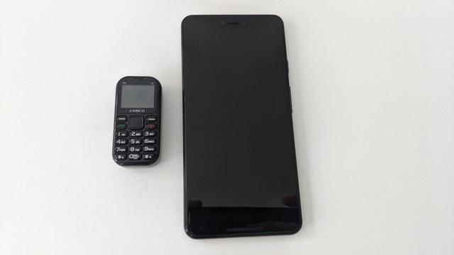 Cận cảnh chiếc điện thoại nhỏ nhất thế giới: có màn hình 1 inch và cả camera, chơi được game xếp hình, rắn săn mồi các kiểu - Ảnh 3.