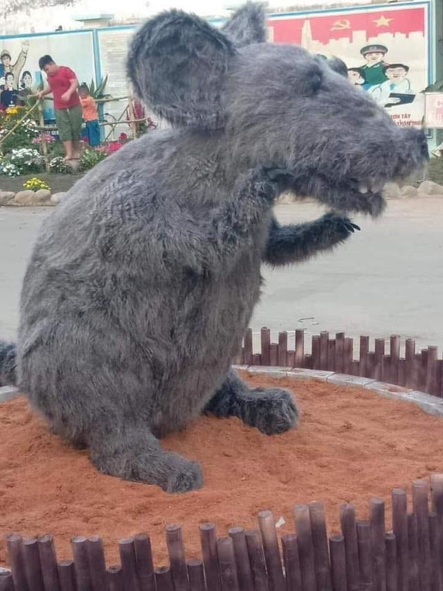 Hình ảnh linh vật chuột mình đầy lông lá chưng Tết ở Củ Chi khiến bất kì chú mèo nào nhìn thấy cũng phải khóc thét - Ảnh 3.