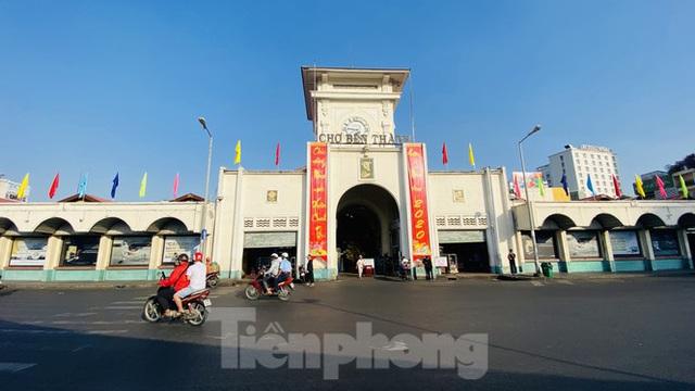 Đường phố Sài Gòn thông thoáng ngày đầu nghỉ Tết Nguyên đán 2020 - Ảnh 3.