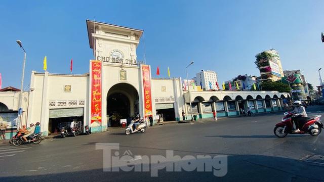 Đường phố Sài Gòn thông thoáng ngày đầu nghỉ Tết Nguyên đán 2020 - Ảnh 4.