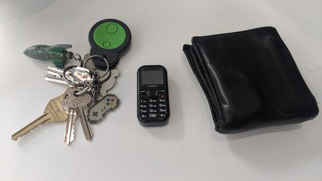Cận cảnh chiếc điện thoại nhỏ nhất thế giới: có màn hình 1 inch và cả camera, chơi được game xếp hình, rắn săn mồi các kiểu - Ảnh 5.