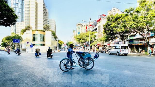 Đường phố Sài Gòn thông thoáng ngày đầu nghỉ Tết Nguyên đán 2020 - Ảnh 5.