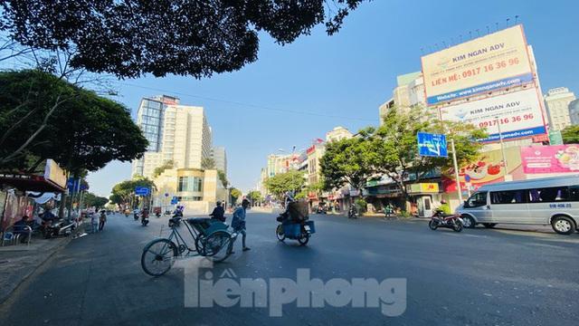 Đường phố Sài Gòn thông thoáng ngày đầu nghỉ Tết Nguyên đán 2020 - Ảnh 6.