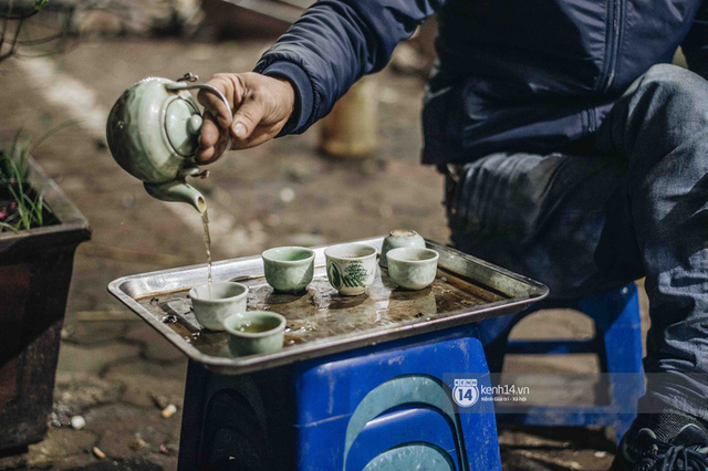 Những người nông dân chong lều canh đào, quất giữa cái lạnh 14 độ C của Hà Nội: Như đánh một canh bạc, bại nhiều hơn thắng - Ảnh 7.
