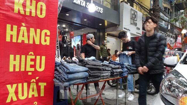 Đổ xô mua hàng thời trang giảm giá bom tấn cuối năm - Ảnh 7.