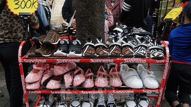 Đổ xô mua hàng thời trang giảm giá bom tấn cuối năm - Ảnh 8.