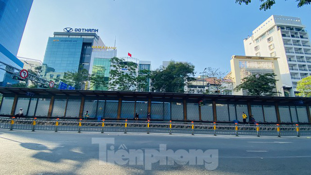 Đường phố Sài Gòn thông thoáng ngày đầu nghỉ Tết Nguyên đán 2020 - Ảnh 9.