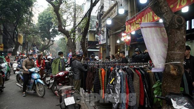 Đổ xô mua hàng thời trang giảm giá bom tấn cuối năm - Ảnh 9.