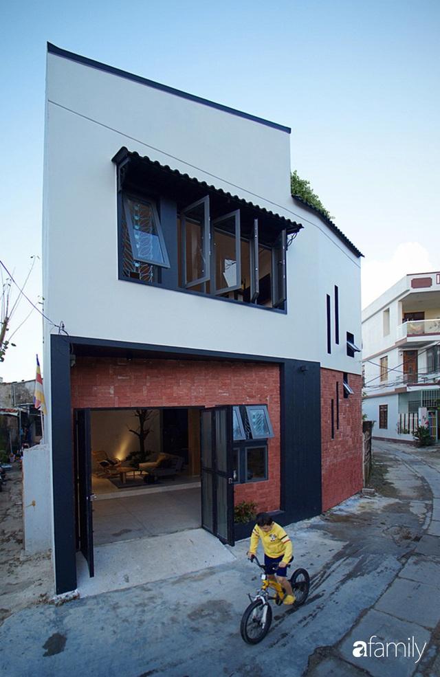 Ngôi nhà đẹp mộng mơ với cây xanh và ánh sáng của chủ nhà say đắm cúc họa mi ở miền Trung - Ảnh 2.