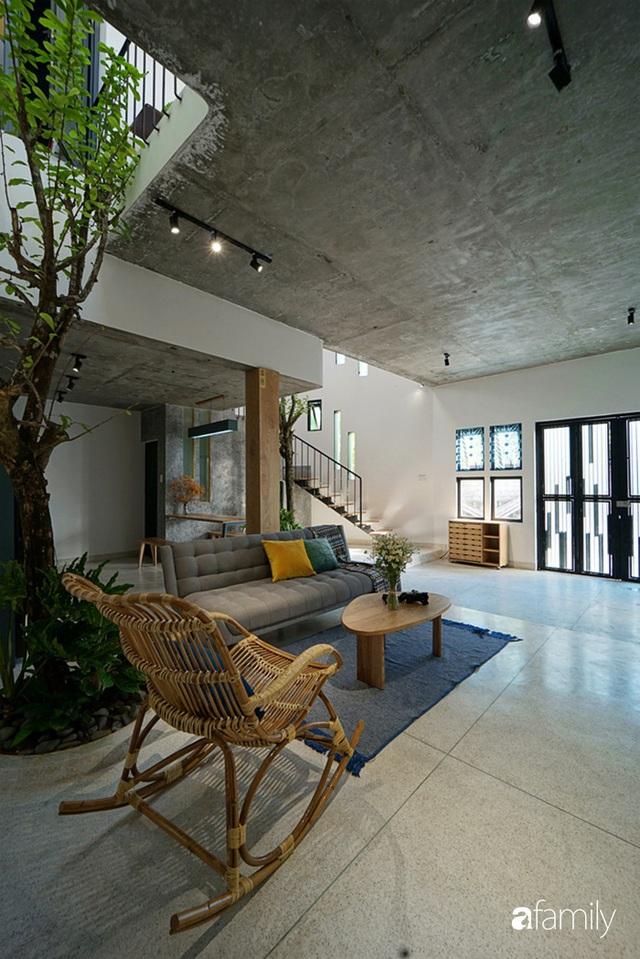 Ngôi nhà đẹp mộng mơ với cây xanh và ánh sáng của chủ nhà say đắm cúc họa mi ở miền Trung - Ảnh 12.