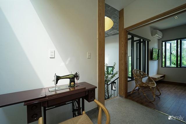 Ngôi nhà đẹp mộng mơ với cây xanh và ánh sáng của chủ nhà say đắm cúc họa mi ở miền Trung - Ảnh 15.