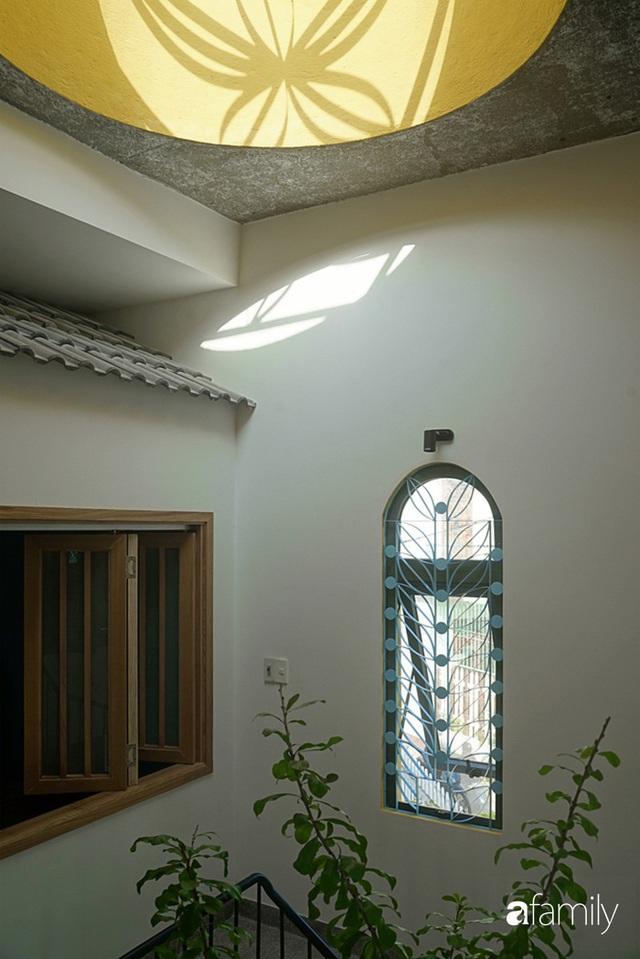 Ngôi nhà đẹp mộng mơ với cây xanh và ánh sáng của chủ nhà say đắm cúc họa mi ở miền Trung - Ảnh 26.