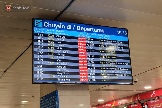 Nỗi ám ảnh chiều 30 Tết ở sân bay Tân Sơn Nhất: Nhiều chuyến bay delay, hàng ngàn người nằm vật vờ chờ đợi - Ảnh 5.