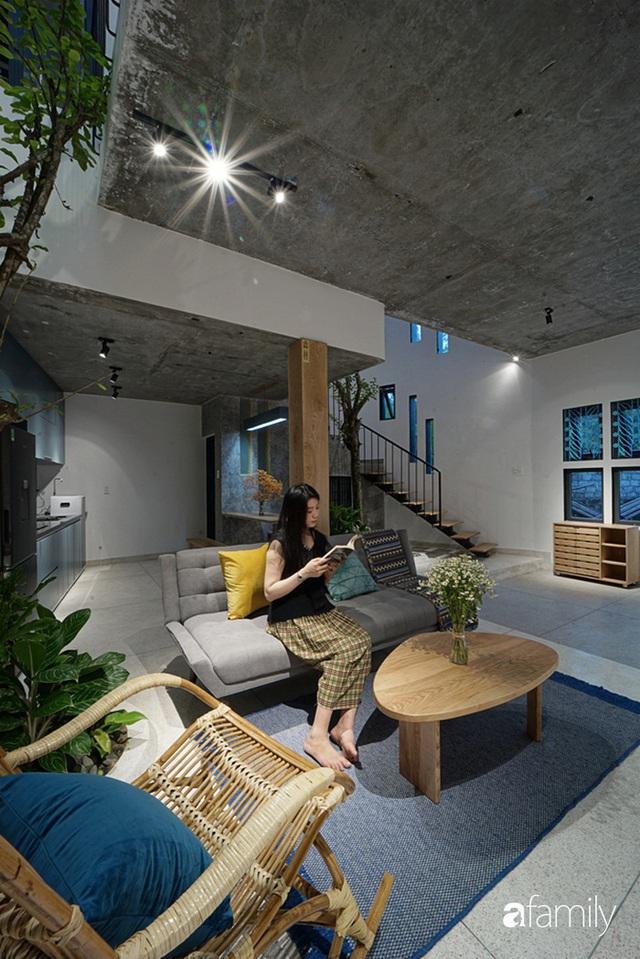 Ngôi nhà đẹp mộng mơ với cây xanh và ánh sáng của chủ nhà say đắm cúc họa mi ở miền Trung - Ảnh 8.
