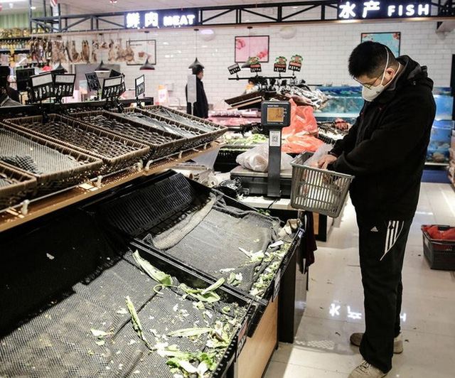Ngày Tết ở tâm dịch Vũ Hán: Đón năm mới bằng vài quả trứng rán và cà chua, không dám ăn thịt cá cùng nỗi bức xúc không phải ai cũng thấu - Ảnh 3.