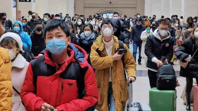 Trở về từ Vũ Hán, người đàn ông không khai báo tình trạng sức khỏe mà thoải mái đi bar đu đưa khiến 80 người có nguy cơ nhiễm virus corona - Ảnh 1.