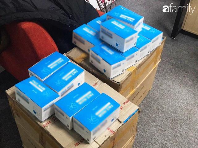 Lo sợ cúm Corona bùng phát, một công ty ở Hà Nội lì xì mỗi nhân viên 1 hộp khẩu trang trong ngày đầu đi làm - Ảnh 2.