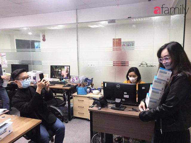 Lo sợ cúm Corona bùng phát, một công ty ở Hà Nội lì xì mỗi nhân viên 1 hộp khẩu trang trong ngày đầu đi làm - Ảnh 3.