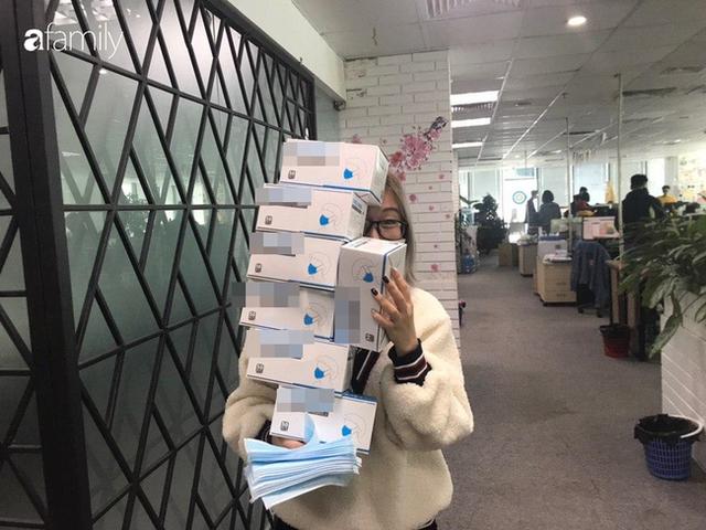 Lo sợ cúm Corona bùng phát, một công ty ở Hà Nội lì xì mỗi nhân viên 1 hộp khẩu trang trong ngày đầu đi làm - Ảnh 4.