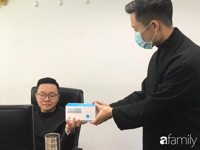 Lo sợ cúm Corona bùng phát, một công ty ở Hà Nội lì xì mỗi nhân viên 1 hộp khẩu trang trong ngày đầu đi làm - Ảnh 5.
