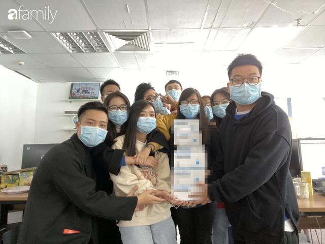 Lo sợ cúm Corona bùng phát, một công ty ở Hà Nội lì xì mỗi nhân viên 1 hộp khẩu trang trong ngày đầu đi làm - Ảnh 6.