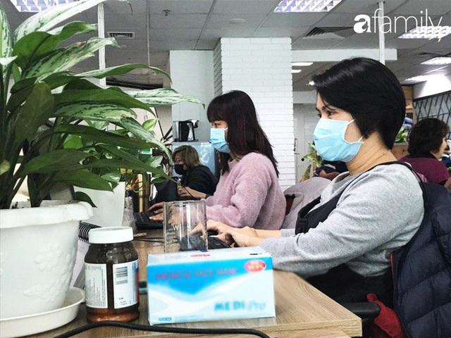Lo sợ cúm Corona bùng phát, một công ty ở Hà Nội lì xì mỗi nhân viên 1 hộp khẩu trang trong ngày đầu đi làm - Ảnh 9.