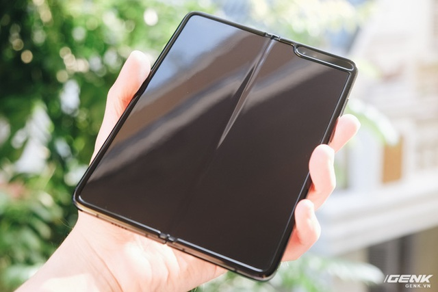Dùng Galaxy Fold không dán màn hình: Chiếc máy của tôi bây giờ ra sao?  - Ảnh 2.