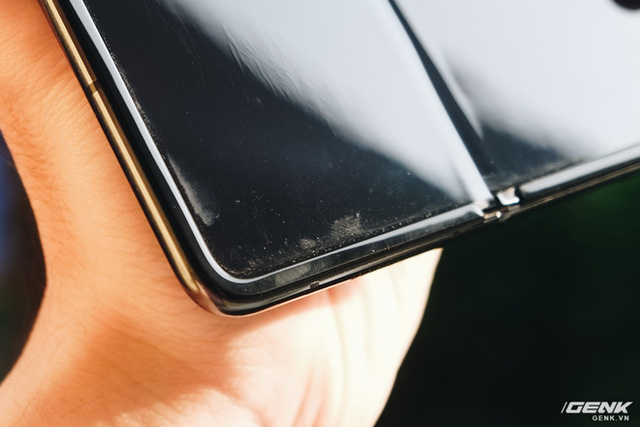 Dùng Galaxy Fold không dán màn hình: Chiếc máy của tôi bây giờ ra sao?  - Ảnh 6.