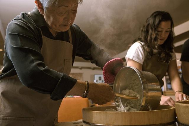 Người Nhật xa xứ níu giữ phong vị ngày Tết Oshogatsu suốt 4 thế hệ cùng những món ăn truyền thống - Ảnh 1.