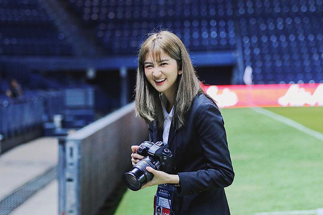 Nữ dẫn đoàn hiếm có khó tìm của U23 Việt Nam tại giải châu Á: Nhan sắc nữ thần, hotgirl trên Instagram - Ảnh 2.