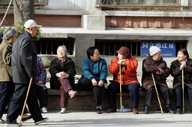 Người già Trung Quốc cô đơn, tìm bạn tình ngoài công viên khiến bệnh HIV bùng phát - Ảnh 2.