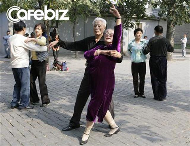 Người già Trung Quốc cô đơn, tìm bạn tình ngoài công viên khiến bệnh HIV bùng phát - Ảnh 1.