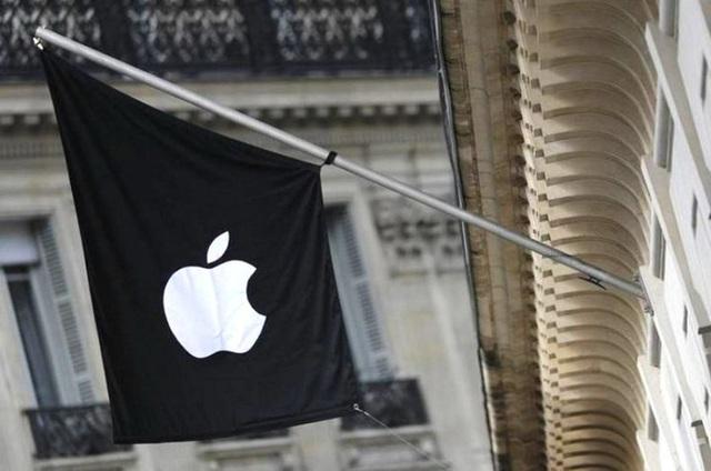 FBI lại cầu cạnh Apple mở khóa iPhone của kẻ sát nhân trong vụ xả súng hồi tháng 12/2019 - Ảnh 1.