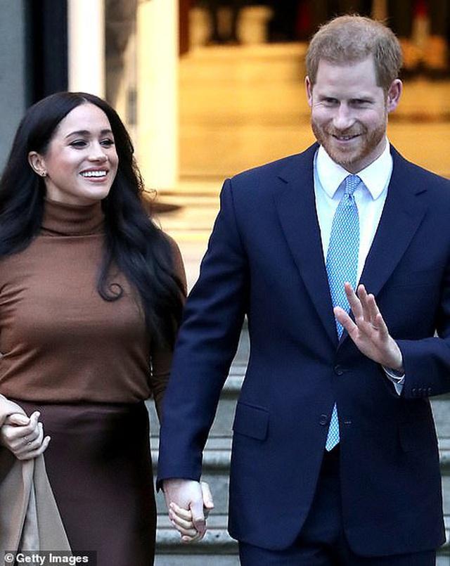 Nữ hoàng sốc toàn tập, cả hoàng gia Anh lao đao vì vợ chồng Meghan quyết định rời khỏi gia đình mà không hề thông báo trước - Ảnh 2.
