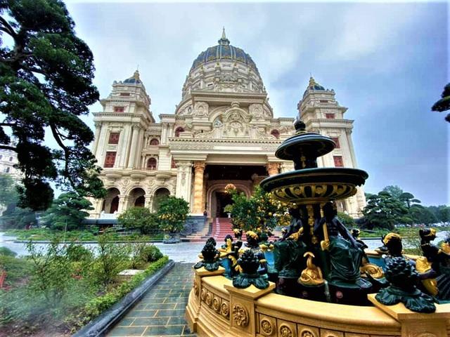 Cận cảnh bên trong tòa lâu đài dát vàng nghìn tỷ của đại gia Ninh Bình - Ảnh 11.