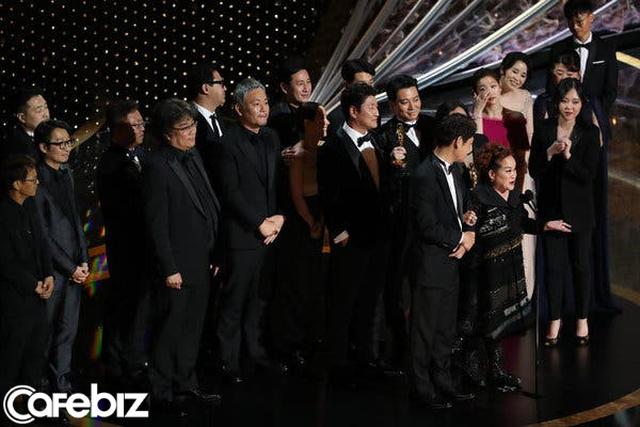 Siêu phẩm Parasite của đạo diễn Hàn Quốc Bong Joon Ho làm nên lịch sử, ẵm giải phim xuất sắc nhất Oscar 2020  - Ảnh 1.
