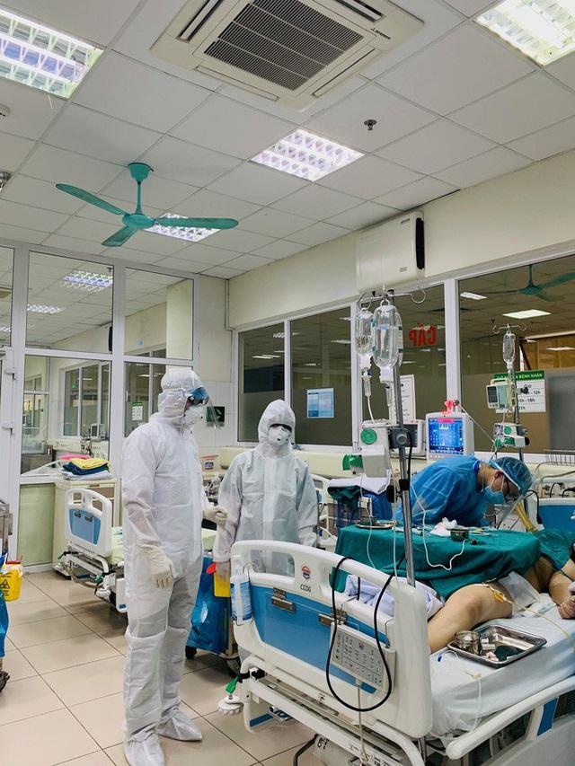 Những chiến binh chống nCoV: Nhiều bác sĩ, điều dưỡng... không về nhà  - Ảnh 2.