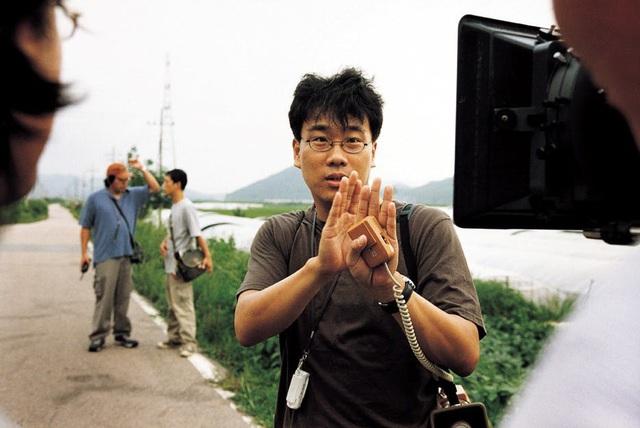 Góc khuất sau hào quang của đạo diễn Ký Sinh Trùng Bong Joon Ho: Từ tai bay vạ gió quấy rối tình dục cùng Won Bin cho tới người đàn ông vàng của điện ảnh Hàn Quốc - Ảnh 2.
