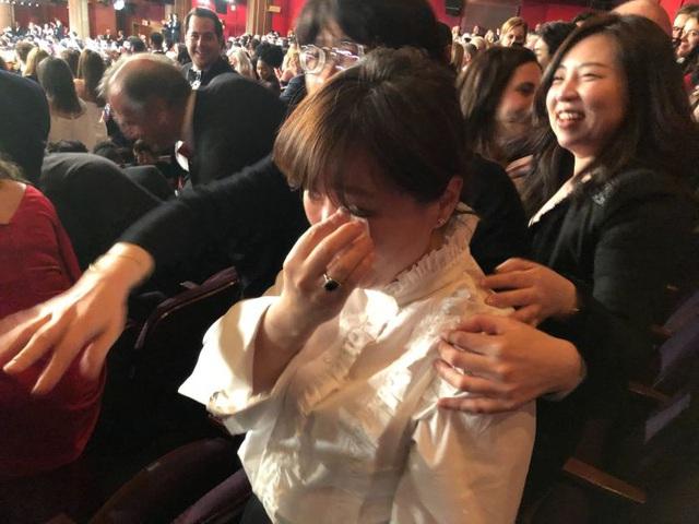 Góc khuất sau hào quang của đạo diễn Ký Sinh Trùng Bong Joon Ho: Từ tai bay vạ gió quấy rối tình dục cùng Won Bin cho tới người đàn ông vàng của điện ảnh Hàn Quốc - Ảnh 12.