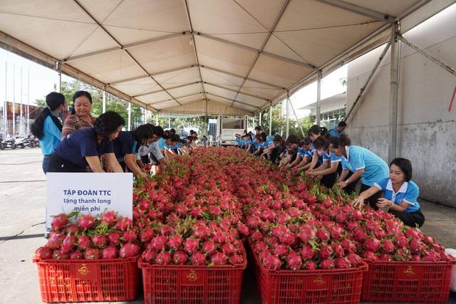 Muôn kiểu hỗ trợ nông dân trong mùa đại dịch Corona của doanh nghiệp và người dân miền Nam: Ngoài mua lại rồi phát miễn phí hoặc bán với giá vốn, còn giúp nông dân kết nối các nguồn lực để họ tự thân vận động - Ảnh 5.